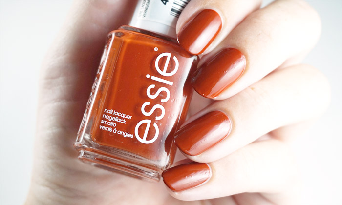 swatch of essie playing koi