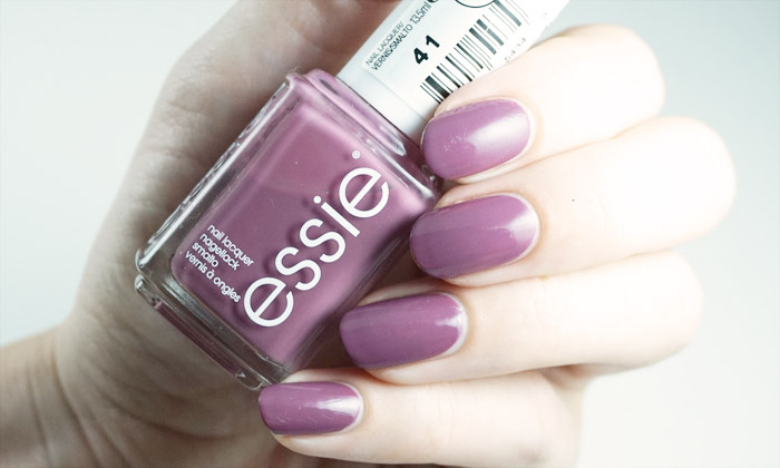 swatch of essie island hopping