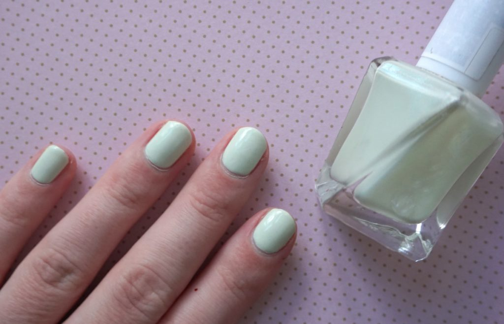 A swatch of Essie zip me up with its bottle